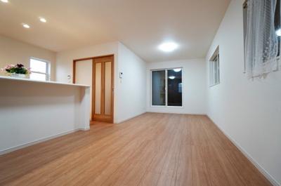 【居間・リビング】小学校が近い新築戸建て さいたま市第8南区太田窪