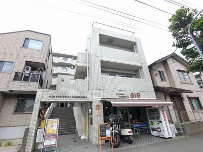 横浜市営地下鉄ブルーライン「港南中央」駅徒歩8分、京急本線「上大岡」駅徒歩15分。