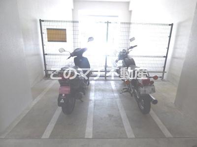 バイク置き場(屋根付き)