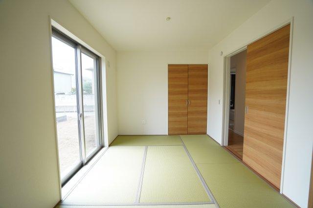 6帖の和室 リビングと隣接しているので広々とお使いいただくことができますよ。