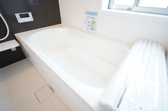 ベンチタイプの浴槽で半身浴を楽しむことができますよ。
