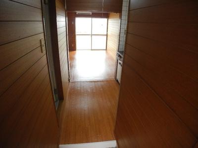 【玄関】カリーナ泉