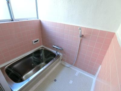 お風呂は追い焚き機能・給湯機能も備えています。
