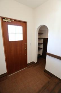 玄関を別方向から撮影。