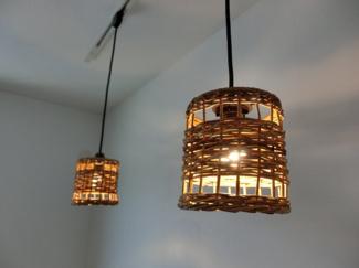 2階の6帖の洋室の照明です。各部屋にはおしゃれな照明やカーテンがついていて、これらも一緒にお引渡しになります。