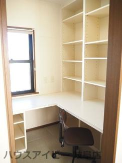 リモートワークにはうれしい「書斎」付きです。岐阜市学園町・中古住宅。3階建。