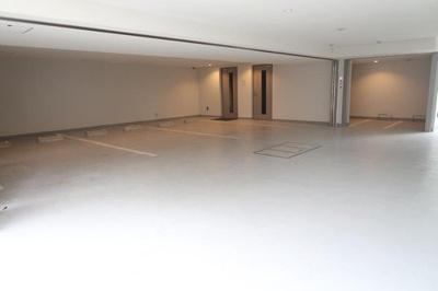 敷地内駐車場の空き状況等はお気軽にお問い合わせ下さい。