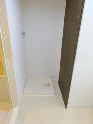 温水洗浄便座は気持ち良く毎日お使いいただけますね♪また壁面のタオル掛けも使いやすいポイントです。