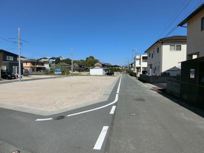 南東側道路になります。道を拡幅し幅員は4.5mとなっています。