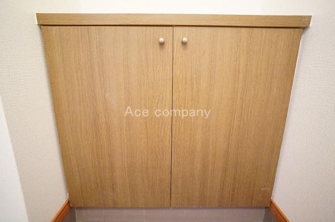シンプルなシューズボックス付きです♪廊下にも収納あります♪