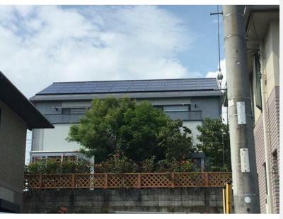 太陽光発電パネルが付いています。