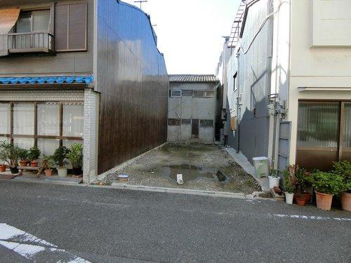 前面道路も広く駐車楽々です。
