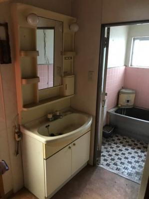 独立洗面台で身支度をすべて済ませてしまいましょう