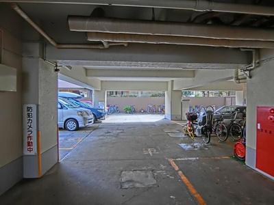 敷地内に駐車場を完備しております。空き状況はお問い合わせください。