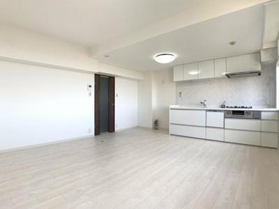 広々LDKは訳13帖!白基調の内装がとても清潔感があります! もちろん、キッチンは新調です!