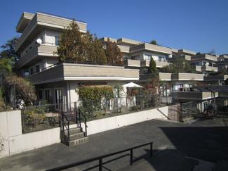 閑静な住宅地のマンション。少し出れば博多バイパス・香椎バイパスまですぐなので、車での移動も便利です