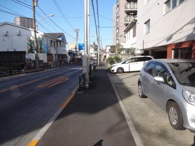 メゾン上野桜木 物件前 言問通り沿いの物件です