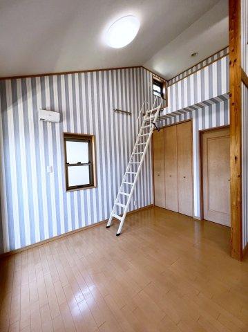2階ロフト部分にあがるはしご