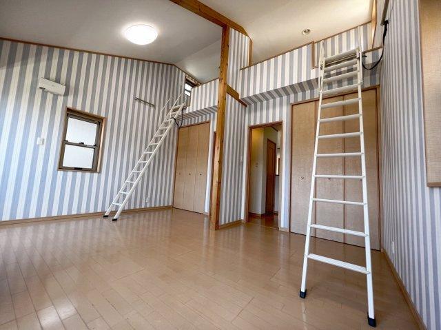 洋室部分は二部屋分離されておりますが、コンセント関係などはすべて左右対称に設置されておりますので、壁を作れば二つ別々の部屋に早変わり♪