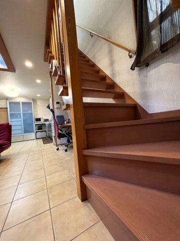 階段はリビング階段となっておりますので、ご家族のご帰宅時も必ずお顔をご確認いただけます。