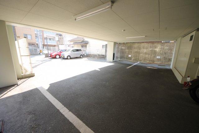 敷地内駐車場空き有(17000円~19000円)