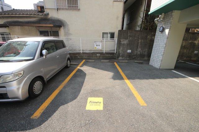 敷地内にタイムズカーシェアもあるので、車を持ってない方も必要な時だけ利用できます