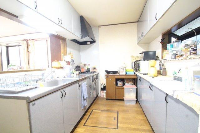 人気の対面キッチン カップボードが標準設備