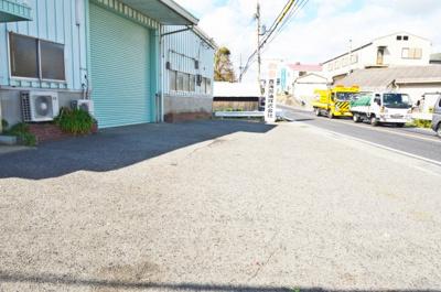 【駐車場】魚住町中尾 店舗、事務所、作業所、倉庫