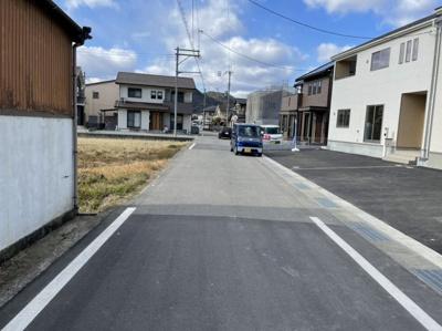 【前面道路含む現地写真】西脇市野村町 第4 2号棟
