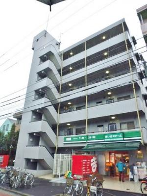京急大師線「川崎大師」駅より徒歩圏内!鉄筋コンクリートの6階建てマンションです♪1階にまいばすけっとが入っているので生活しやすい☆