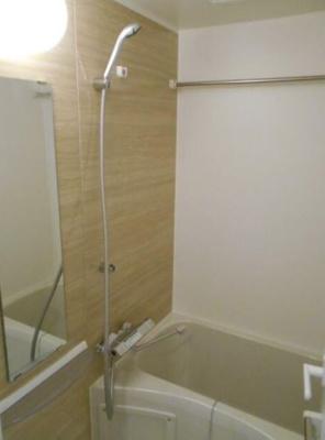 コンパクトで使いやすいお風呂です(同物件別部屋の写真)
