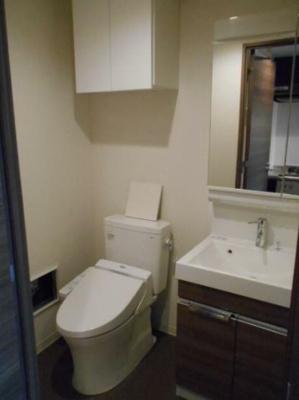 ゆったりとした空間のトイレです(同物件別部屋の写真)