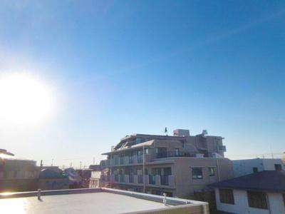 バルコニーからの眺望は開放感もあります。