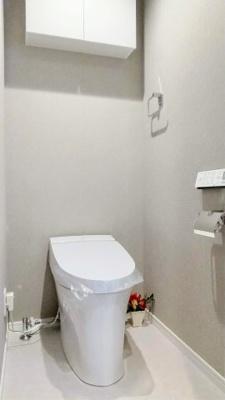 トイレはタンクレスで空間が広く感じますね。
