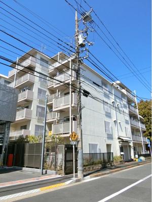 京成本線「京成小岩」駅徒歩約5分の便利な立地。