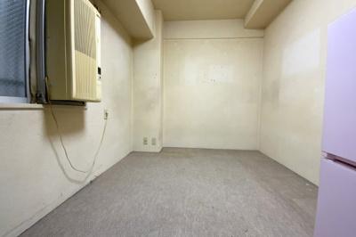 《洋室5帖》理想のお部屋にリフォームしたい、とにかく安く綺麗にしたい、リフォーム費用を住宅ローンで借りたい等お客様のご要望に合わせたご提案をさせて頂きます。どうぞお気軽にご相談下さい(*´▽`*)