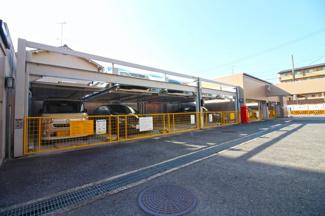 敷地内には機械式駐車場・駐輪場も完備されております。※駐車場の空き状況は都度ご確認下さい。