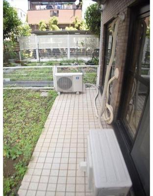テラスへは2部屋から出入りが可能です。
