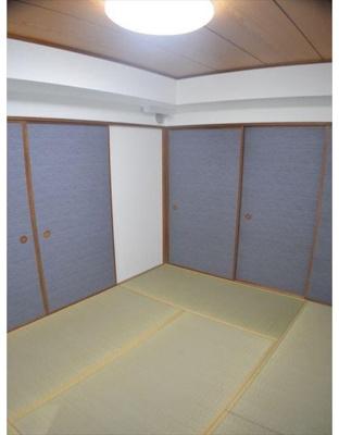 和室にはお布団の収納にも便利な押し入れがあります。