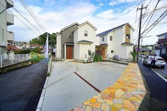 閑静な住宅街に堂々とした外観が目を引きます。 角地にあり、住環境は良好です!