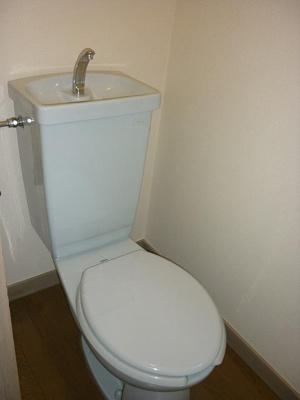 個室タイプのトイレになります
