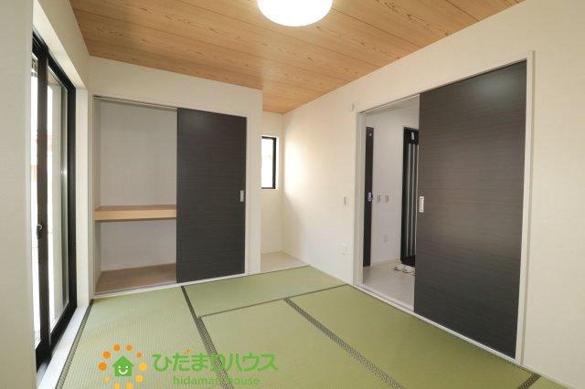 和室は2方向から出入り可能、生活同園を考慮した間取りとなっております。