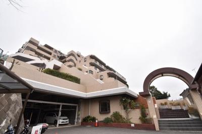 総戸数31戸、1991年6月築のマンションです。 専有面積89.90平米、4LDKのリフォーム済のお部屋となります。