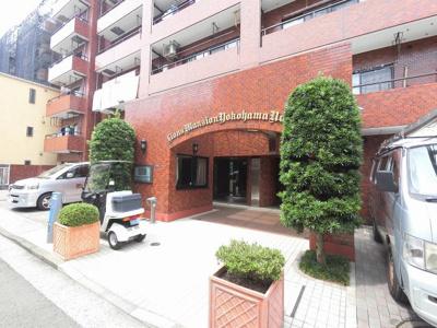 相鉄本線「平沼橋」駅徒歩3分、JR・私鉄各線「横浜」駅徒歩9分好立地。 駅近ならではの便利な住環境も魅力的です。