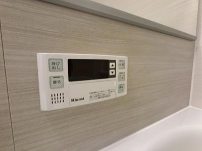 浴室内の給湯操作パネルです。