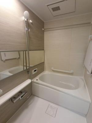 ユニットバス 浴室乾燥機付です。