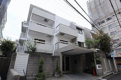 京王井の頭線「神泉」駅徒歩約2分。山手線他「渋谷」駅徒歩圏内。