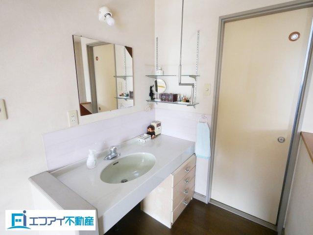 2階にも洗面台があります