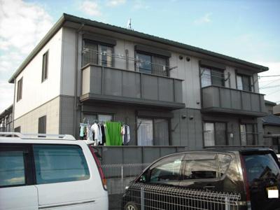 閑静な住宅街の2LDK賃貸アパート。