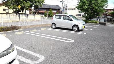【駐車場】メイプル リーフ